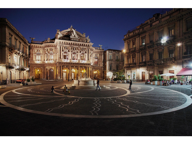 piazza-teatro.jpg