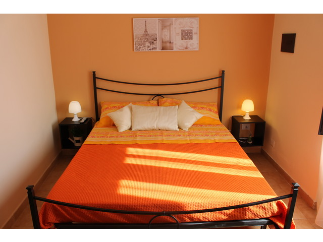 Letto arancio (2).JPG