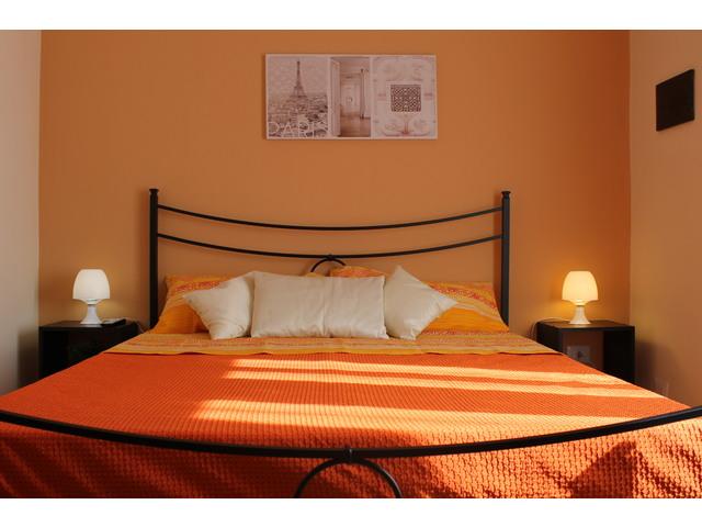 Letto arancio (3).JPG